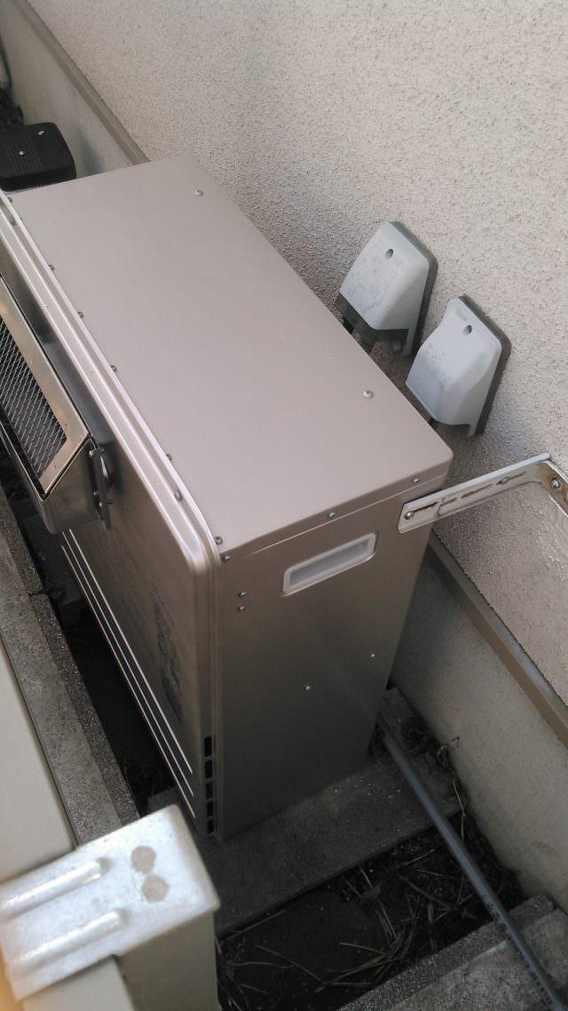 給湯器の耐用年数は約10年!置き型タイプの交換作業事例