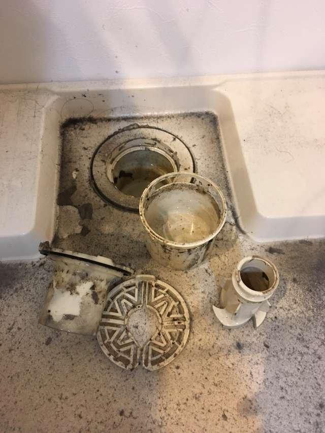 洗濯機の下「洗濯パンの清掃」