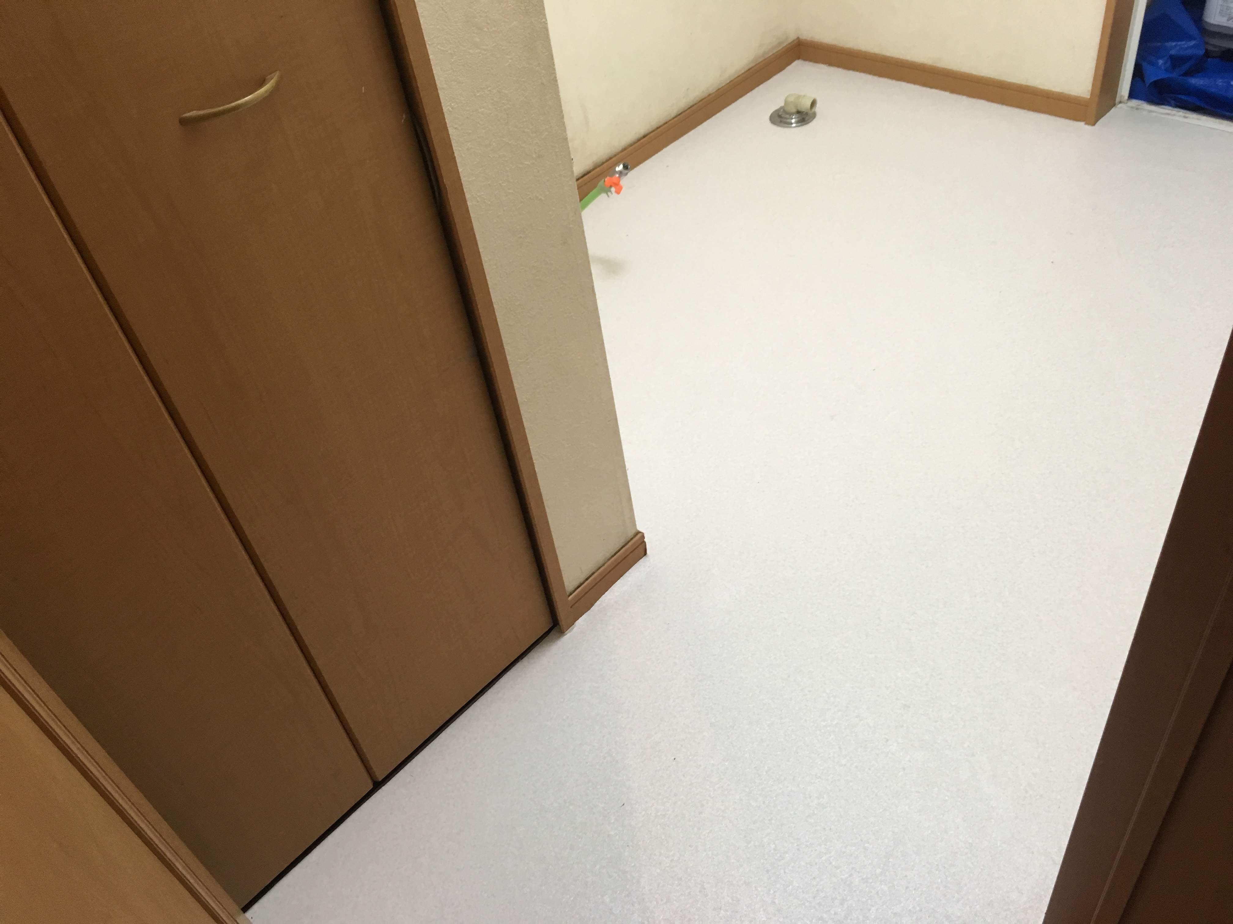 【洗面化粧台交換】Panasonic(パナソニック)Mライン1面鏡2枚扉とクッションフロアの張替