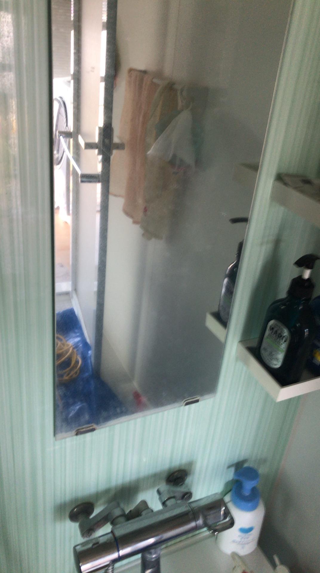 年末大掃除に大人気!白く曇った鏡の「うろこ落とし」