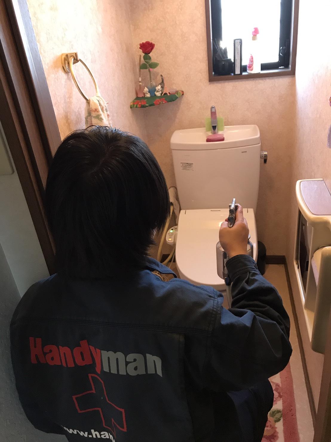 トイレに光触媒コーティングで防臭・防汚対策